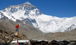 El Everest tiene un problema grave, 14 toneladas de mierda humana, y puede tener solución.