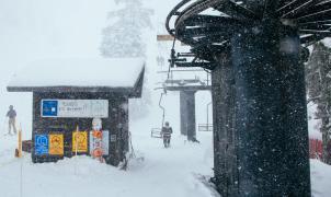 Mt. Baldy en California reabre para esquiar acogiéndose a la apertura de campos de golf