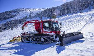 La Molina estrena una 'pisanieves' pionera que mide la cantidad de nieve con un sonar