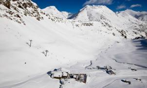 Once mil esquiadores estrenan la temporada en Andorra