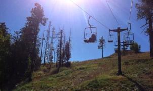 """¿Verdad o fakeEl oso """"viral"""" que da vueltas en un telesilla en la estación de esquí de Vail"""
