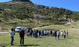 Valgrande-Pajares vivió una nueva jornada de limpieza y plantación de árboles