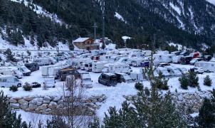 """Estaciones de esquí """"llenas"""", pero con las pistas cerradas durante el Puente"""