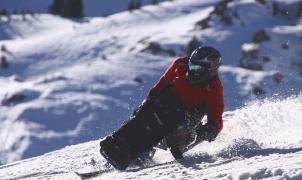 Lío porque no se permite a los esquiadores con discapacidad usar todos los remontes de San Isidro
