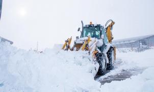 Una inusual nevada de otoño deja en las estaciones australianas hasta 1 metro de nieve