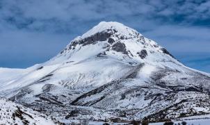 Fallece un esquiador de travesía tras caer al vacío en el Pico Espigüete, en el norte de Palencia