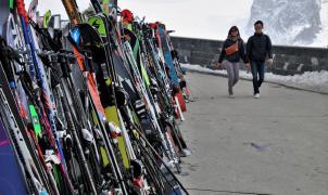 7 trucos para evitar que te roben los esquís o la tabla de snowboard en las pistas