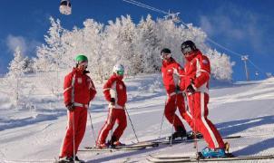 """¿Cuánto cobran los """"profes"""" de esquí y snowboard? De los 54 hasta los 9 euros la hora"""