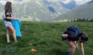 Voluntarios y clubes realizan la recogida de residuos  en Grandvalira