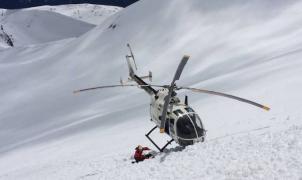 Un esquiador aragonés sobrevive a un alud y a la caída por un precipicio de 40 metros de altura