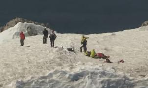 Vídeo del dramático rescate en helicóptero de un escalador suicida en el Mt Hood