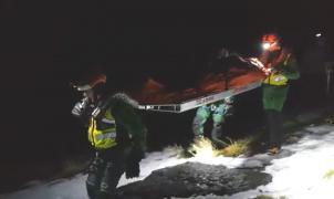 Agónico rescate de madrugada un montañero que cayó por un barranco en Sierra Nevada