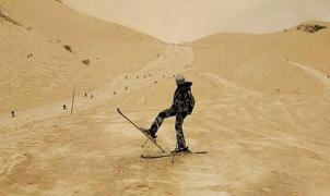 Fenómeno inusual: la nieve se tiñó de naranja en las estaciones de esquí del este de Europa