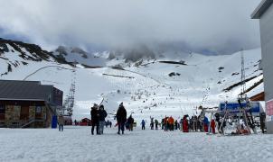 San Isidro recibe más de 2.500 esquiadores en su primer fin de semana de esquí