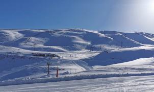 """Convocada huelga de remontes en Sierra Nevada """"en el mejor momento"""" de la temporada de esquí"""