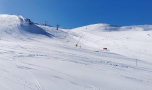 Sierra Nevada recibe más de 7.000 esquiadores y hasta 15 cm de nieve nueva