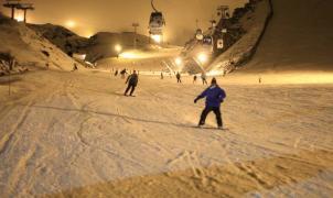 Sierra Nevada adelanta la actividad de esquí nocturno al Puente de la Constitución