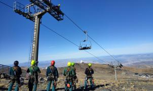 Sierra Nevada forma a la Guardia Civil de Granada para efectuar rescates aéreos