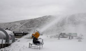 Sierra Nevada pone en marcha hasta 100 cañones de nieve producida