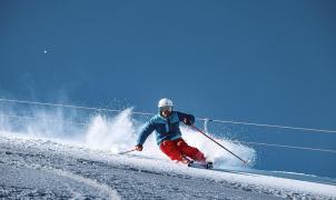 Fotos de los equipos entrenando en Sierra Nevada después de las nevadas