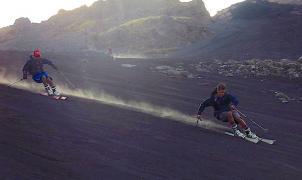 """Sensacional vídeo """"Skiing Down Side of Volcano"""" ¿Quien dijo que hacia falta nieve para esquiar?"""