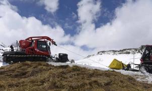 El snowfarming llega a Candanchú para guardar la nieve sobrante para la próxima temporada