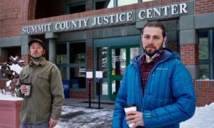 2 snowboarders acusados de provocar una avalancha se libran de pagar 168.000 dólares