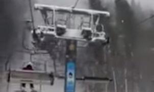 Impresionante vídeo: Un telesilla arrollado por un abeto