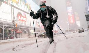 Gran nevada en Nueva York con medio metro de nieve en Times Square