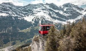 Si quieres pasar la noche en un telecabina a 1.800 metros de altitud, Suiza lo hace posible