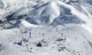 Pajares empieza a cobrar forfait para el esquí de travesía y genera malestar entre los esquiadores