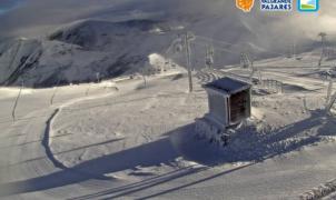 Asturias descarta abrir Valgrande y Fuentes de Invierno por ahora a pesar de tener nieve