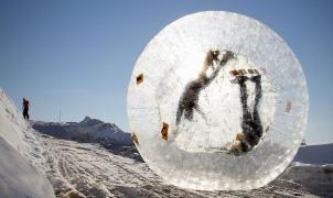 Zorbing mortal: una esfera con dos jóvenes rusos acabó despeñándose en el Cáucaso