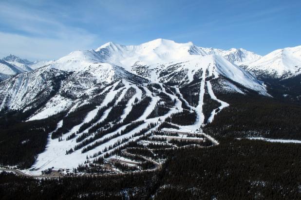 Vista aerea de Marmot Basin en Jasper