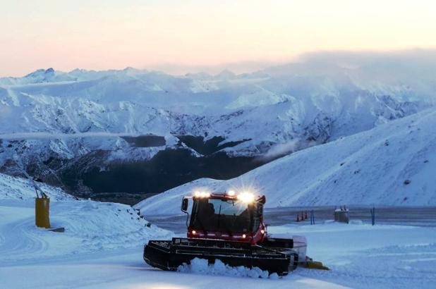 Nueva Zelanda, New Zealand, Isla del Sur, South Island, The Remarkables Ski Area, Groomer