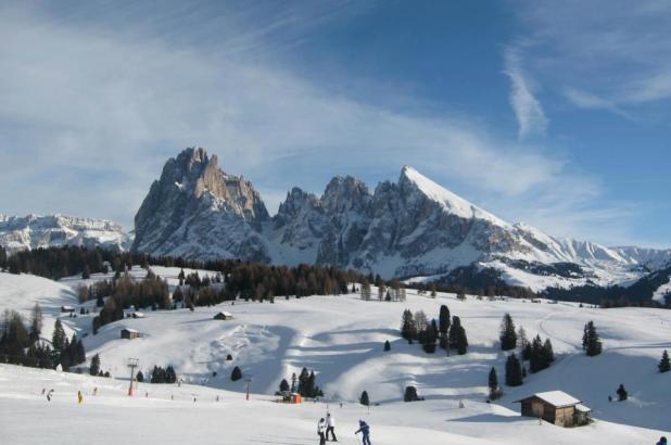Bonita imagen de los Alpe di Siusi en los Dolomitas italianos