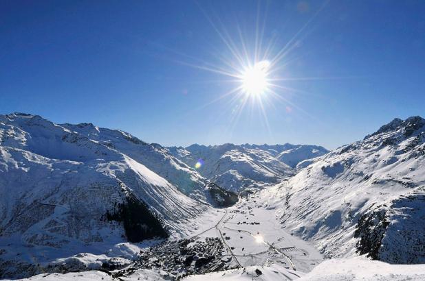 Gran imagen de la estación suiza de Andermatt