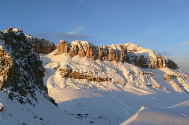 Imagen invernal de la zona de Belvedere en Val di Fassa
