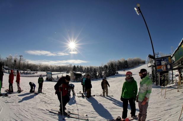 Día soleado de esquí en Bittersweet