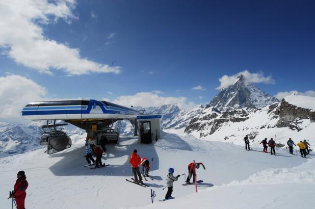 Italia, Valle de Aosta, Cervinia (Cervinia-Zermatt), breuil-cervinia llegada telesilla Bontadini