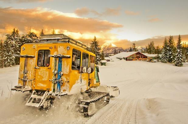 Vehículo Carterpillar para Cat-skiing en Revelstoke
