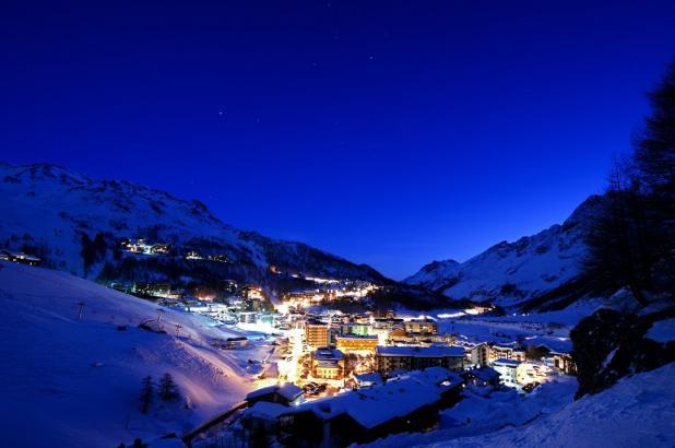 Italia, Valle de Aosta, Cervinia (Cervinia-Zermatt), Cervinia Nocturna