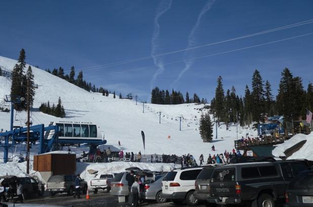 Empezando el día de esquí en Donner Ski Ranch