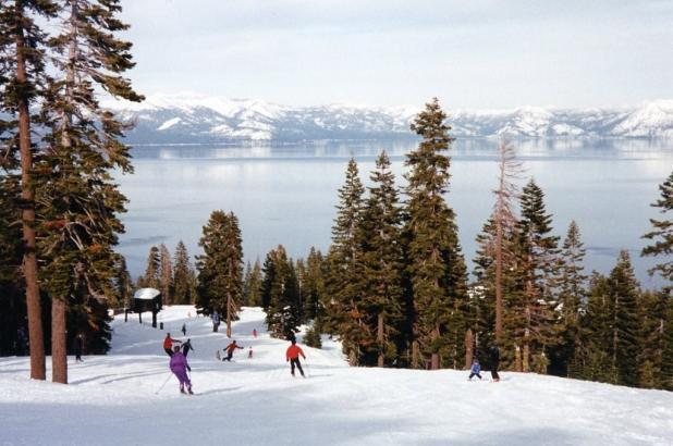 Disfrutando de un día de esquí en Homewood Mountain Resort