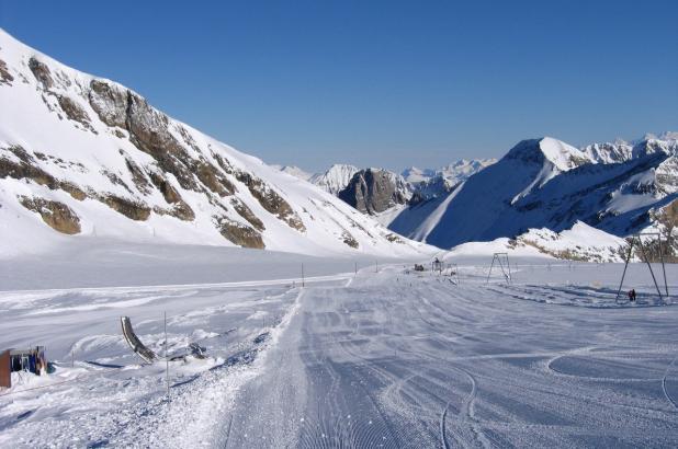 Día soleado de esquí en Les Diablerets
