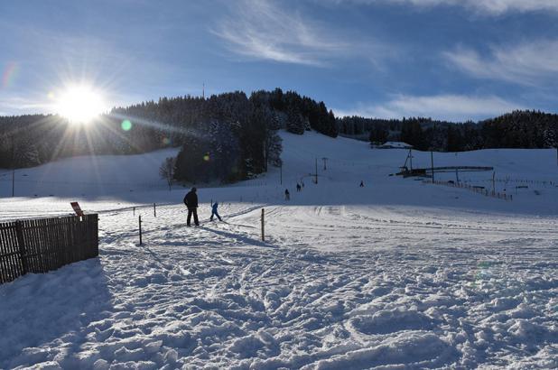 Día soleado de esquí en Mont Gibloux