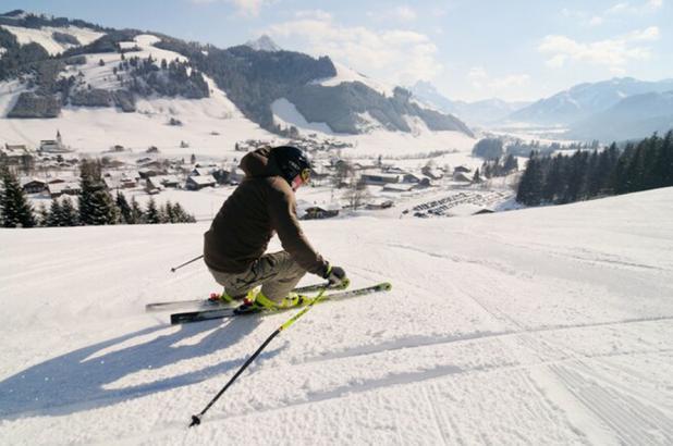 Esquiando en Schattwald