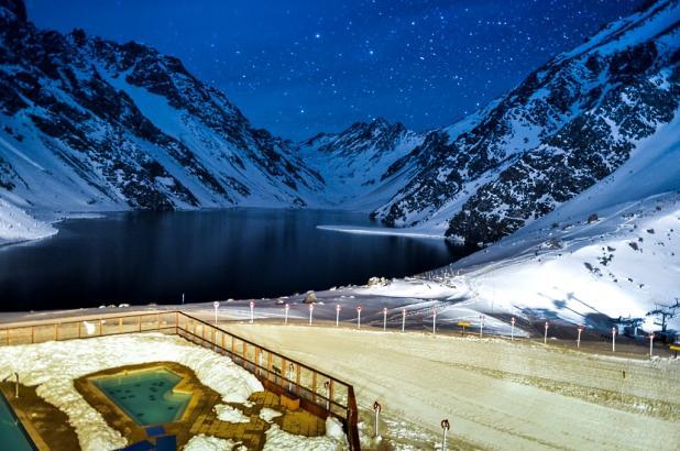 Gran imagen nocturna de Portillo en Chile
