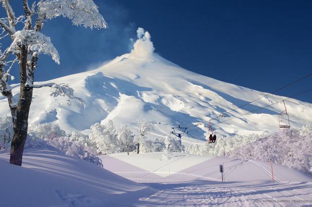 Imagen del Volcán Villarrica en la estación invernal de Pucón