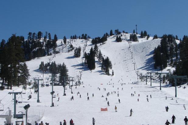 Disfrutando de un día de esquí en Snow Valley